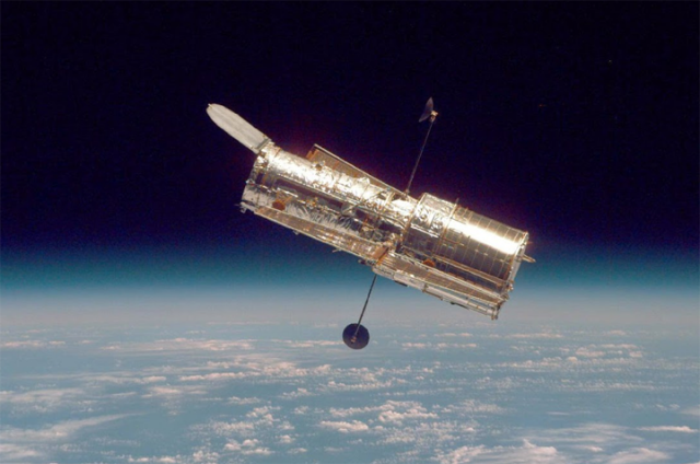 宇宙ミッション、ハッブル宇宙望遠鏡、4月で25年目